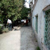 Уборка мусора с козырьков,генеральная уборка придомовой территории
